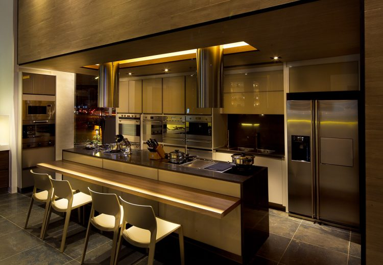 The showroom has a fully functioning kitchen where customers can expect to enjoy freshly brewed coffee, warm pastries, and even newly-tossed pizza as they shop for their new SMEG kitchen appliances.